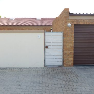 PAROW /Clamhall  TOWNHOUSE TO LET, Well-located 3 Bedr.. 1 Bathr.. 1 Gar..