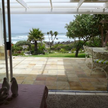 4-Bedr. 3-Bathr…  Betty's Bay BEACH-FRONT…Prime Property !