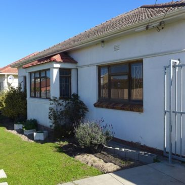 PAROW/Glenlily…Original, Character, need TLC, Massive Back-Garden !!