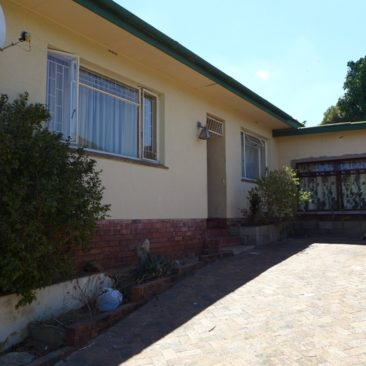 BOSTON Bellville Home…Great Investment Opportunity, Well-Located !!