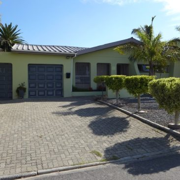 Brackenfell /Morgenster..Neat Renovated Home…Popular and Quiet area!