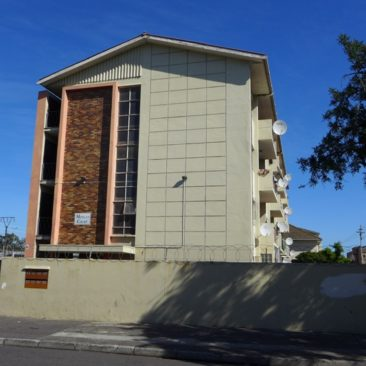 """PAROW Central Apartment…close to just about """"everything !!"""